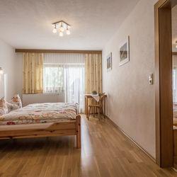 Familienzimmer mit zwei separaten Schlafzimmern